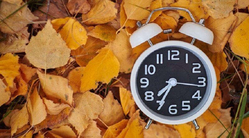 Переход на зимнее время 2021: когда в Украине переводят часы