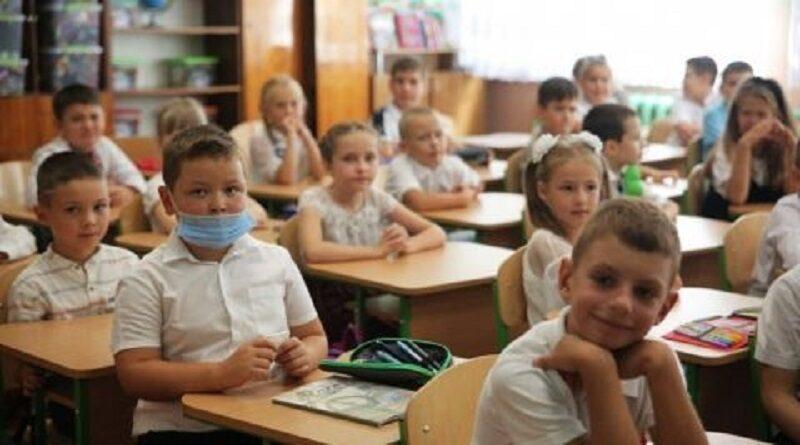 Минобразования рекомендовало школам уйти на каникулы с понедельника