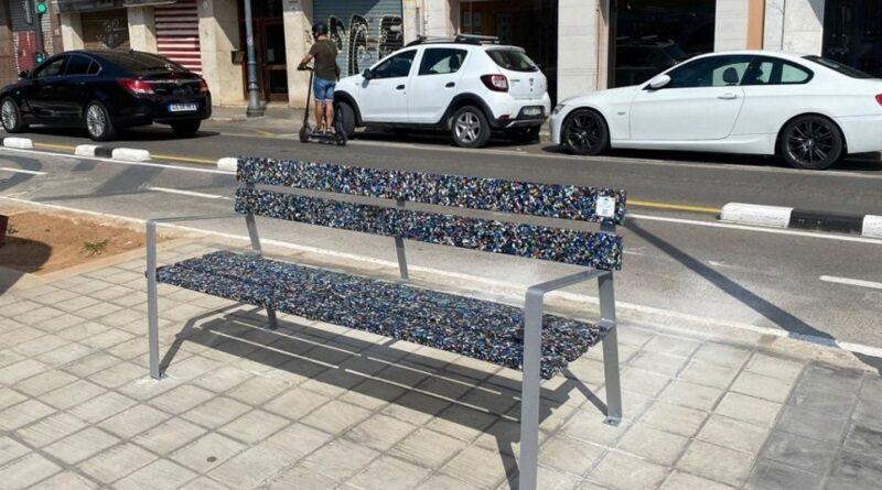 В Испании делают скамейки из мусора