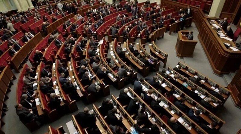 В Раде депутаты нанимают родственников друг друга на зарплату из госбюджета. Видео.