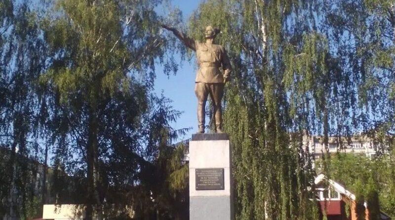 Под Полтавой разбили памятник Чапаеву